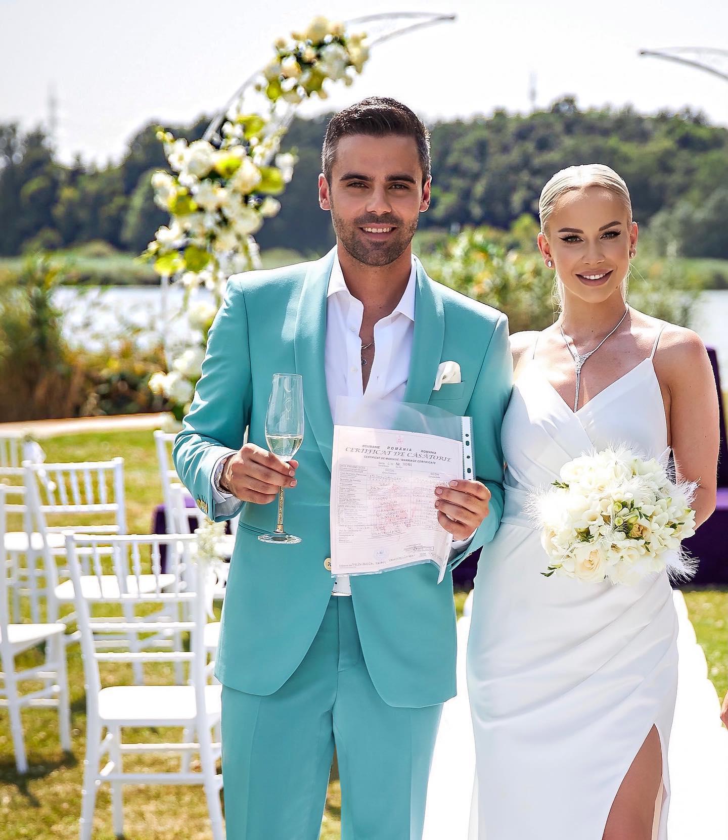 Sandra Izbașa și Răzvan Bănică s-au căsătorit iar noi ne-am bucurat să-i avem aproape și împreună să realizăm costumul din povestea lor.