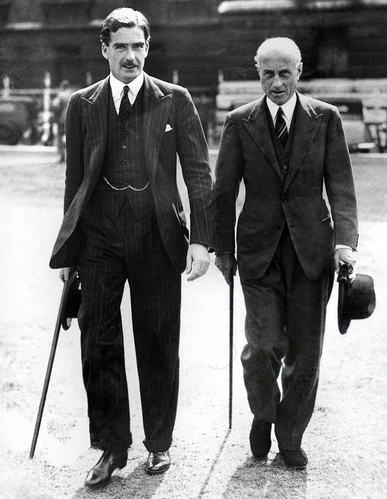 Sir Anthony Eden şi Sir Samuel Hoare în costume la comanda (bespoke)