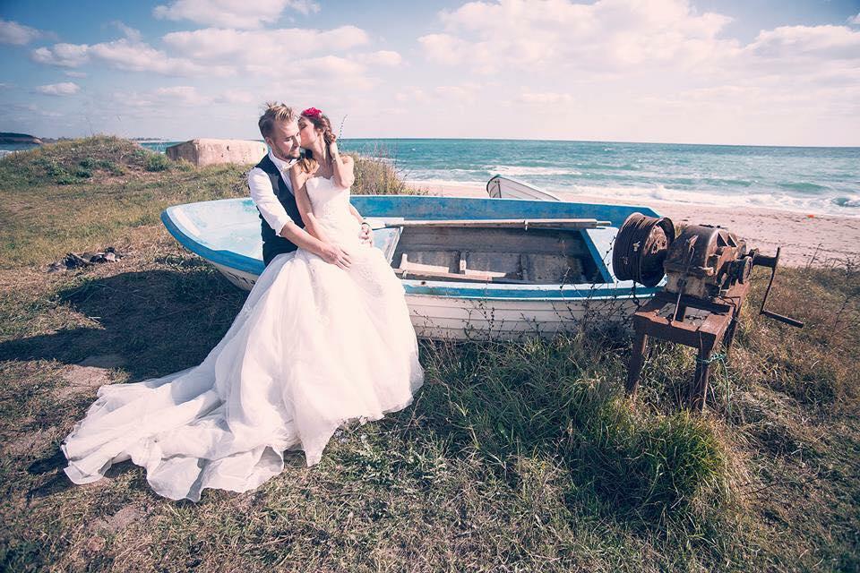 Alege un costum la comanda pentru o nunta in aer liber. Evita COVID-19 in 2020.