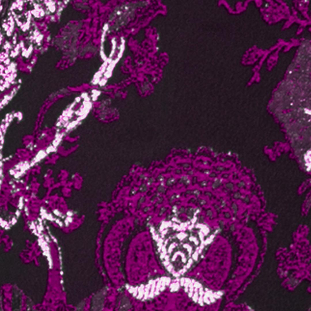 Tesatura violet de tip jacquard pentru costumele de mire